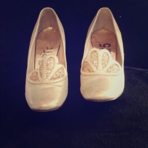 Shoes - True vintage Gold Chunky Heel Pumps